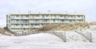 ESTEEMED RAMAN 2 BR CONDO: BEACH FRONT LOCATION WITH HEATED POOL & WIRELESS