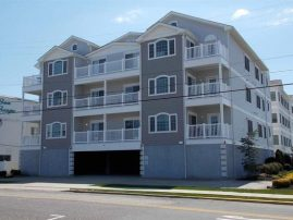 Beautiful Condo-Excellent Location! One Block to Beach!