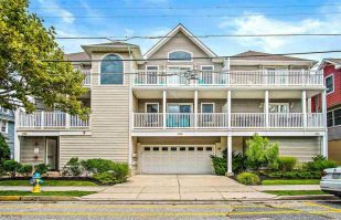 Family Retreat 1.5 Blocks from Beach!