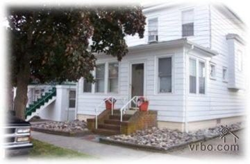 WINTER RENTAL: $1000 monthly September 15-May 15 walk to beach, bus and town, 4 month minimum